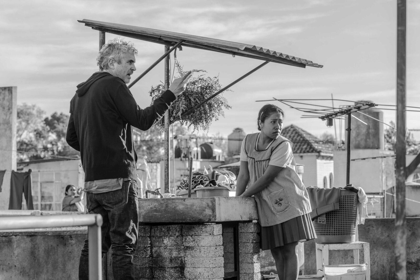 آلفونسو کوارون و یالیتزا آپاریچیو در پشت صحنه فیلم روما