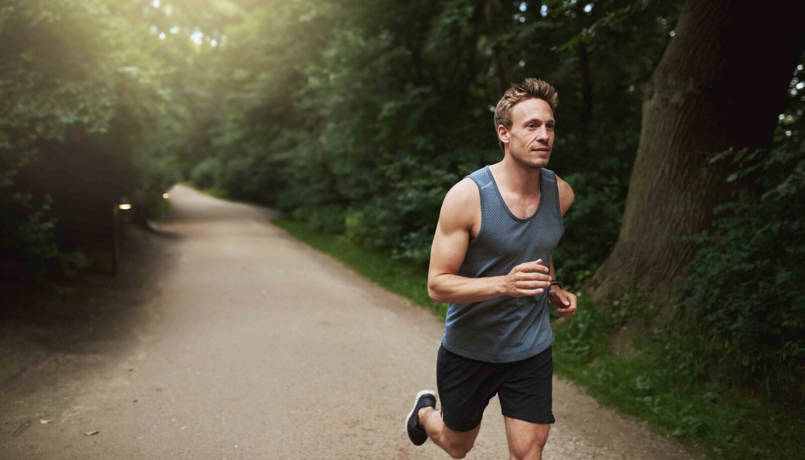 دویدن در فضای سبز
