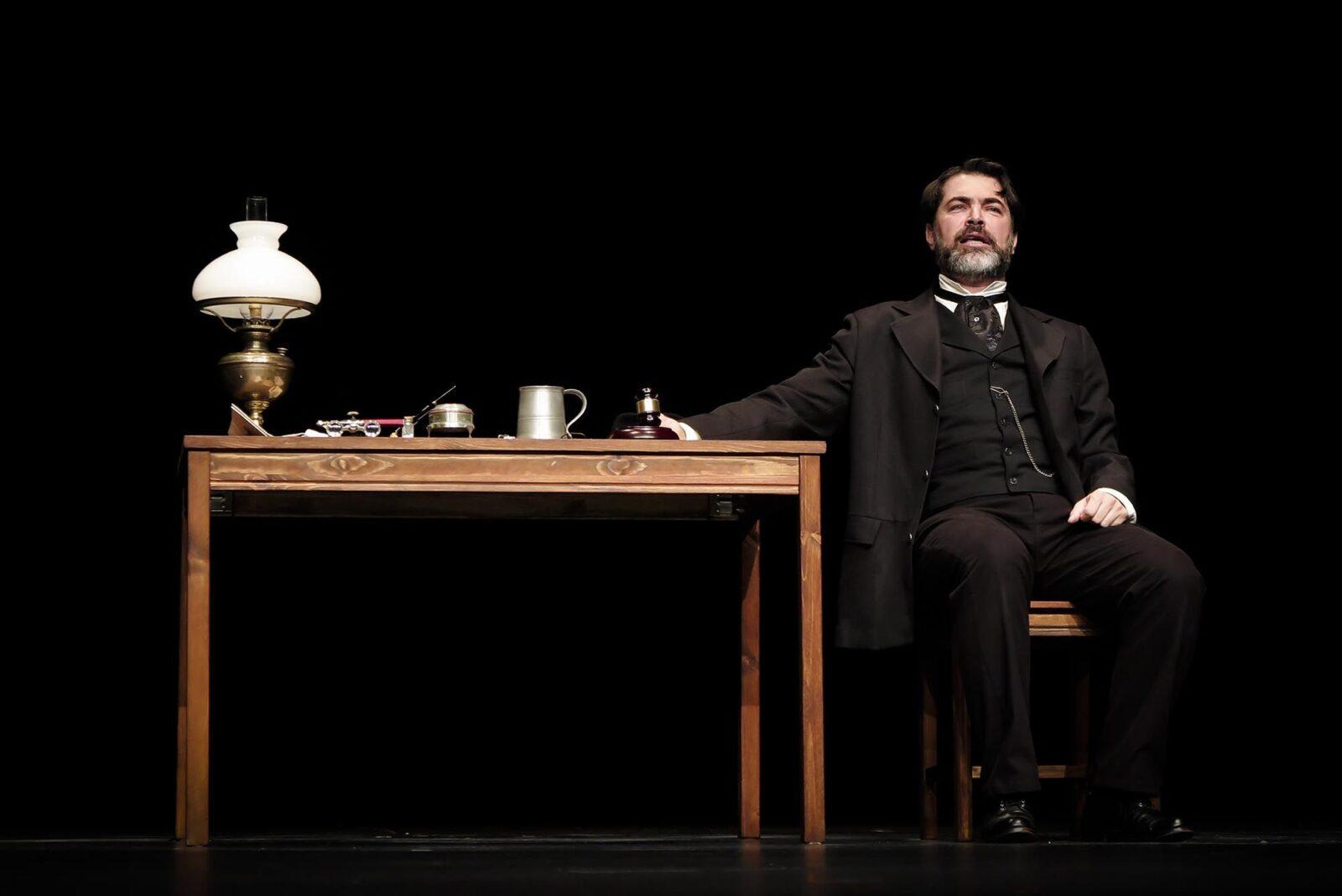پارسا پیروزفر بر صحنه نمایش