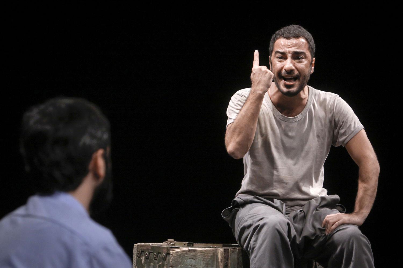 نوید محمدزاده در نمایش پچپچهها