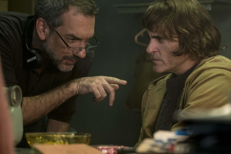 تاد فیلیپس و وایکین فینیکس در پشت صحنه فیلم جوکر